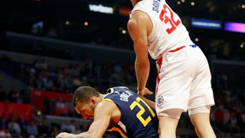 LOS ANGELES, CA - OCTOBER 24:  Blake Griffin #32 of the LA Clippers dunks over Rudy Gobert #27 of the Utah Jazz at the Staples Center on October 24, 2017 in Los Angeles, California.  (Photo by Josh Lefkowitz/Getty Images)