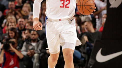 PORTLAND, OR - OCTOBER 26: Blake Griffin #32 of the LA Clippers handles the ball against the Portland Trail Blazers on October 26, 2017 at the Moda Center in Portland, Oregon. NOTE TO USER: User expressly acknowledges and agrees that, by downloading and or using this Photograph, user is consenting to the terms and conditions of the Getty Images License Agreement. Mandatory Copyright Notice: Copyright 2017 NBAE (Photo by Cameron Browne/NBAE via Getty Images)