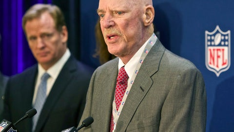 Jerry Jones defends Bob McNair: 'Inmates' comment not about players