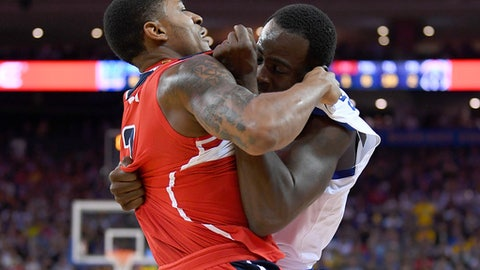 OAKLAND, CA - OCTOBER 27:  Draymond Green #23 of the Golden State Warriors and Bradley Beal #3 of the Washington Wizards gets tangled up in a fight during the second quarter of their NBA basketball game at ORACLE Arena on October 27, 2017 in Oakland, California. NOTE TO USER: User expressly acknowledges and agrees that, by downloading and or using this photograph, User is consenting to the terms and conditions of the Getty Images License Agreement. (Photo by Thearon W. Henderson/Getty Images)