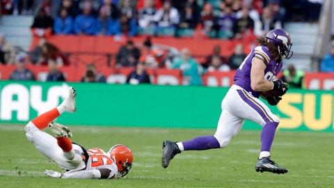 Minnesota Vikings tight end David Morgan II, right, runs past from Cleveland Browns safety Derrick Kindred during the first half of an NFL football game at Twickenham Stadium in London, Sunday Oct. 29, 2017. (AP Photo/Matt Dunham)