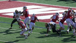 Wisconsin's Jonathan Taylor runs 3-yds for a touchdown after a 30-yd completion from Alex Hornibrook