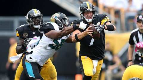 Oct 8, 2017; Pittsburgh, PA, USA; Jacksonville Jaguars defensive end Dante Fowler (56) sacks Pittsburgh Steelers quarterback Ben Roethlisberger (7) during the third quarter at Heinz Field. Jacksonville won 30-9. Mandatory Credit: Charles LeClaire-USA TODAY Sports