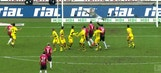 Felix Klaus stuns Dortmund with excellent free kick goal | 2017-18 Bundesliga Highlights