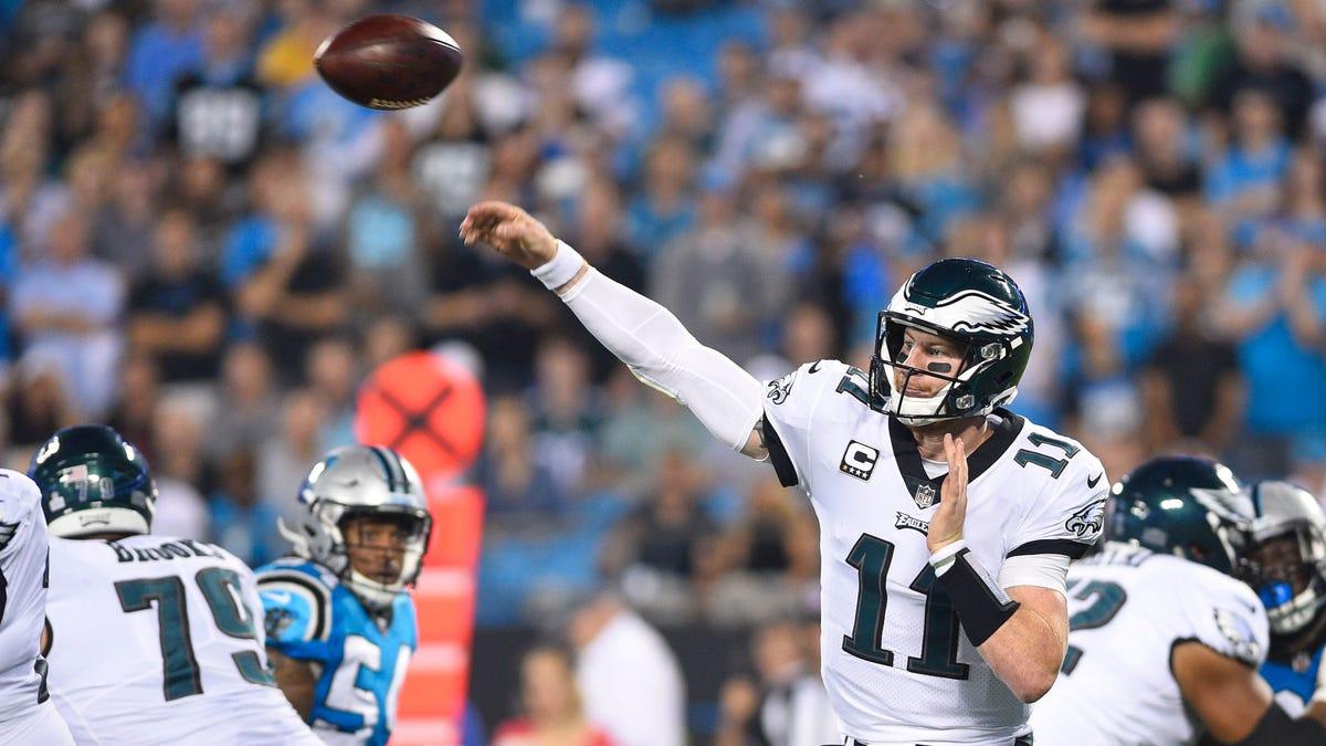 Wentz, defense lead Eagles past Panthers