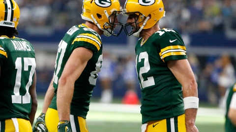 Aaron Rodgers has broken collarbone, could miss season