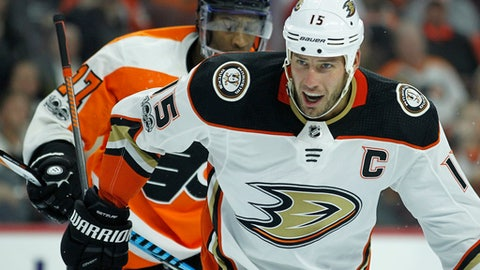 Anaheim Ducks' Ryan Getzlaf, front looks towards the referee for a call after Philadelphia Flyers' Wayne Simmonds, rear, cross checks him during the second period of an NHL hockey game, Tuesday, Oct. 24, 2017, in Philadelphia. Both players received minor penalties. The Ducks won 6-2. (AP Photo/Tom Mihalek)