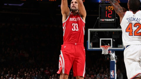 NEW YORK, NY - NOVEMBER 1:  Ryan Anderson #33 of the Houston Rockets shoots the ball against the New York Knicks on November 1, 2017 at Madison Square Garden in New York City, New York.  NOTE TO USER: User expressly acknowledges and agrees that, by downloading and or using this photograph, User is consenting to the terms and conditions of the Getty Images License Agreement. Mandatory Copyright Notice: Copyright 2017 NBAE  (Photo by Nathaniel S. Butler/NBAE via Getty Images)