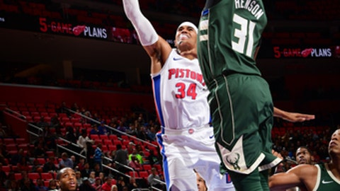 DETROIT, MI - NOVEMBER 3:  Tobias Harris #34 of the Detroit Pistons goes to the basket against the Milwaukee Bucks on November 3, 2017 at Little Caesars Arena in Detroit, Michigan. NOTE TO USER: User expressly acknowledges and agrees that, by downloading and/or using this photograph, User is consenting to the terms and conditions of the Getty Images License Agreement. Mandatory Copyright Notice: Copyright 2017 NBAE (Photo by Chris Schwegler/NBAE via Getty Images)