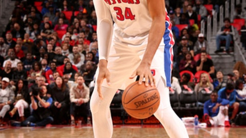 AUBURN HILLS, MI - NOVEMBER 4: Tobias Harris #34 of the Detroit Pistons handles the ball during the game against the Sacramento Kings on November 4, 2017 at Little Caesars Arena in Detroit, Michigan. NOTE TO USER: User expressly acknowledges and agrees that, by downloading and/or using this photograph, User is consenting to the terms and conditions of the Getty Images License Agreement. Mandatory Copyright Notice: Copyright 2017 NBAE (Photo by Brian Sevald/NBAE via Getty Images)
