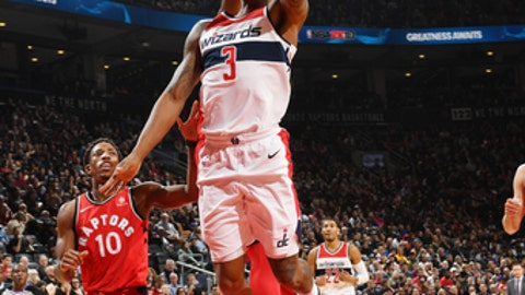 TORONTO, CANADA - NOVEMBER 5:  Bradley Beal #3 of the Washington Wizards drives to the basket against the Toronto Raptors on November 5, 2017 at the Air Canada Centre in Toronto, Ontario, Canada.  NOTE TO USER: User expressly acknowledges and agrees that, by downloading and or using this Photograph, user is consenting to the terms and conditions of the Getty Images License Agreement.  Mandatory Copyright Notice: Copyright 2017 NBAE (Photo by Ron Turenne/NBAE via Getty Images)