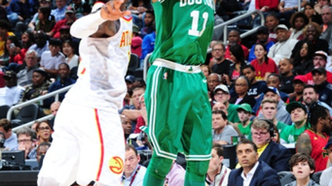 ATLANTA, GA - NOVEMBER 6:  Kyrie Irving #11 of the Boston Celtics shoots the ball against the Atlanta Hawks on November 6, 2017 at Philips Arena in Atlanta, Georgia.  NOTE TO USER: User expressly acknowledges and agrees that, by downloading and/or using this Photograph, user is consenting to the terms and conditions of the Getty Images License Agreement. Mandatory Copyright Notice: Copyright 2017 NBAE (Photo by Scott Cunningham/NBAE via Getty Images)