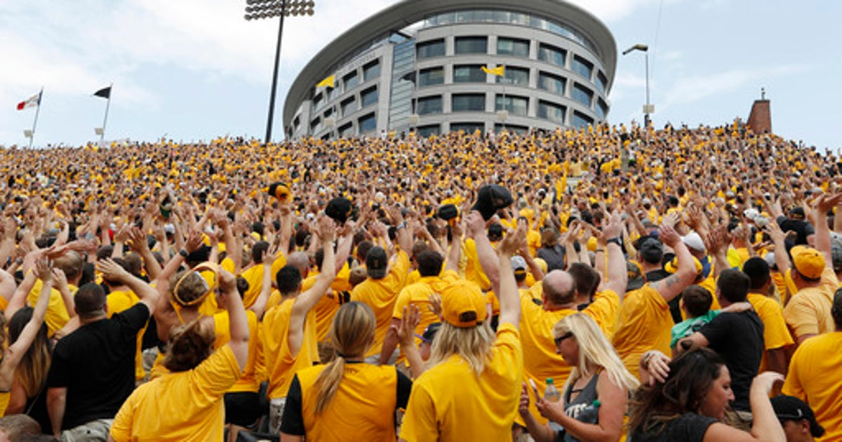 The Wave At Iowa Brings Sense Of Community Pride Fox Sports