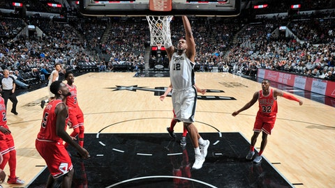 SAN ANTONIO, TX - NOVEMBER 11:  LaMarcus Aldridge #12 of the San Antonio Spurs dunks the ball against the Chicago Bulls on November 11, 2017 at the AT&T Center in San Antonio, Texas. NOTE TO USER: User expressly acknowledges and agrees that, by downloading and or using this photograph, user is consenting to the terms and conditions of the Getty Images License Agreement. Mandatory Copyright Notice: Copyright 2017 NBAE (Photos by Mark Sobhani/NBAE via Getty Images)