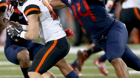Arizona defensive end Kylan Wilborn (14) comes in to flush Oregon State quarterback Darell Garretson (10) and aid in a fourth-quarter sack during an NCAA college football game Saturday, Nov. 11, 2017, in Tucson, Ariz. (Kelly Presnell/Arizona Daily Star via AP)