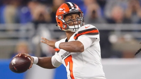 Cleveland Browns quarterback DeShone Kizer throws during the first half of an NFL football game against the Detroit Lions, Sunday, Nov. 12, 2017, in Detroit. (AP Photo/Paul Sancya)