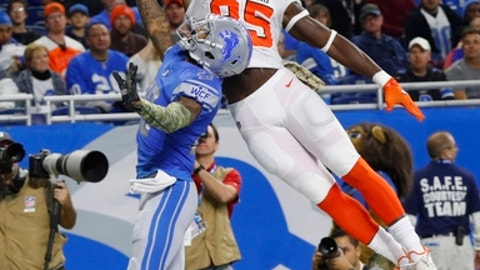 Cleveland Browns tight end David Njoku (85), defended by Detroit Lions cornerback Darius Slay (23), is unable to catch a pass during the first half of an NFL football game, Sunday, Nov. 12, 2017, in Detroit. (AP Photo/Paul Sancya)