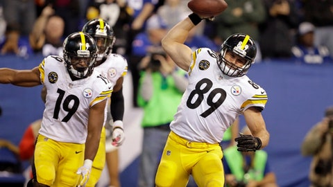 Pittsburgh Steelers tight end Vance McDonald (89) celebrates a touchdown in front of wide receiver JuJu Smith-Schuster (19) against the Indianapolis Colts during the second half of an NFL football game in Indianapolis, Sunday, Nov. 12, 2017. (AP Photo/Darron Cummings)