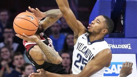 Villanova's Mikal Bridges tries to block Nicholls State's Roddy Peters during the first half of an NCAA college basketball game in Philadelphia, Tuesday, Nov. 14, 2017. (Steven M. Falk/The Philadelphia Inquirer via AP)