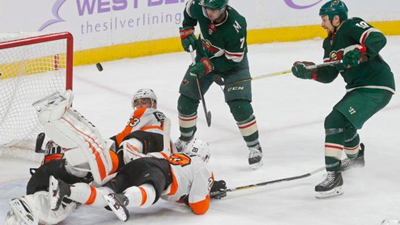 Dubnyk earns 3rd straight shutout as Wild beat Flyers 3-0