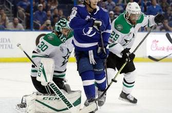 Stamkos scores twice, Lightning top Stars in Bishop's return (Nov 16, 2017)