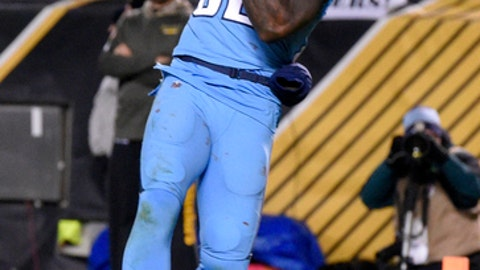 Tennessee Titans tight end Delanie Walker can't hang on to a pass in the end zone during the second half of an NFL football game against the Pittsburgh Steelers in Pittsburgh, Thursday, Nov. 16, 2017. The Steelers won 40-17. (AP Photo/Don Wright)