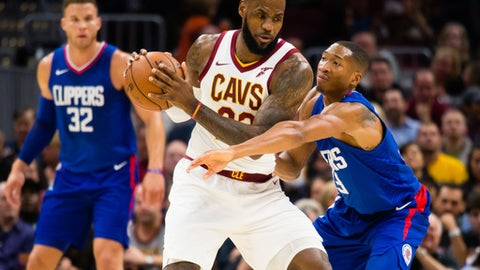 CLEVELAND, OH - NOVEMBER 17: Wesley Johnson #33 of the LA Clippers defends LeBron James #23 of the Cleveland Cavaliers during the first half at Quicken Loans Arena on November 17, 2017 in Cleveland, Ohio. NOTE TO USER: User expressly acknowledges and agrees that, by downloading and/or using this photograph, user is consenting to the terms and conditions of the Getty Images License Agreement. (Photo by Jason Miller/Getty Images)