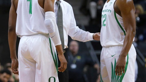 Oregon coach Dana Altman talks with MiKyle McIntosh, right, and Kenny Wooten during Oregon's 114-56 victory over Alabama State in an NCAA college basketball game in Eugene, Ore., Friday, Nov. 17, 2017. (Brian Davies/The Register-Guard via AP)