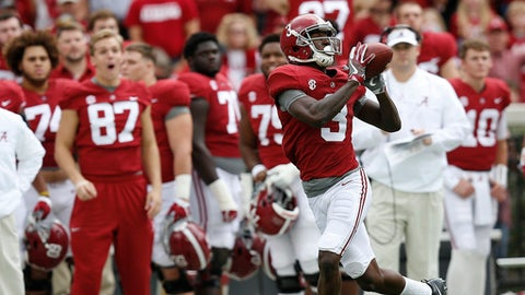 Alabama wide receiver Calvin Ridley catches the pass and runs in to score a touchdown against Mercer during the first half of an NCAA college football game, Saturday, Nov. 18, 2017, in Tuscaloosa, Ala. (AP Photo/Brynn Anderson)