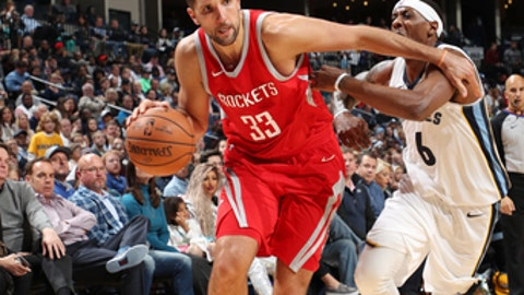 MEMPHIS, TN - NOVEMBER 18: Ryan Anderson #33 of the Houston Rockets handles the ball against the Memphis Grizzlies on November 18, 2017 at FedExForum in Memphis, Tennessee. NOTE TO USER: User expressly acknowledges and agrees that, by downloading and or using this photograph, User is consenting to the terms and conditions of the Getty Images License Agreement. Mandatory Copyright Notice: Copyright 2017 NBAE (Photo by Joe Murphy/NBAE via Getty Images)