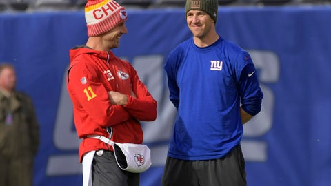 Kansas City Chiefs quarterback Alex Smith, left, talks to New York Giants quarterback Eli Manning before an NFL football game Sunday, Nov. 19, 2017, in East Rutherford, N.J. (AP Photo/Bill Kostroun)