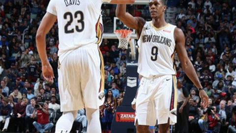 NEW ORLEANS, LA - NOVEMBER 20:  Anthony Davis #23 and Rajon Rondo #9 of the New Orleans Pelicans high five during the game against the Oklahoma City Thunder on November 20, 2017 at the Smoothie King Center in New Orleans, Louisiana. NOTE TO USER: User expressly acknowledges and agrees that, by downloading and or using this Photograph, user is consenting to the terms and conditions of the Getty Images License Agreement. Mandatory Copyright Notice: Copyright 2017 NBAE (Photo by Layne Murdoch/NBAE via Getty Images)