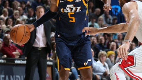 SALT LAKE CITY, UT - NOVEMBER 22: Rodney Hood #5 of the Utah Jazz handles the ball against the Chicago Bulls on November 22, 2017 at Vivint Smart Home Arena in Salt Lake City, Utah. NOTE TO USER: User expressly acknowledges and agrees that, by downloading and or using this Photograph, User is consenting to the terms and conditions of the Getty Images License Agreement. Mandatory Copyright Notice: Copyright 2017 NBAE (Photo by Melissa Majchrzak/NBAE via Getty Images)