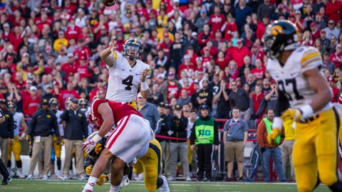 Iowa quarterback Nate Stanley (4) throws a pass to tight end Noah Fant (87) for a touchdown against Nebraska during the first half of an NCAA college football game in Lincoln, Neb., Friday, Nov. 24, 2017. (AP Photo/John Peterson)