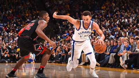 OAKLAND, CA - NOVEMBER 24: Stephen Curry #30 of the Golden State Warriors handles the ball against the Chicago Bulls on November 24, 2017 at ORACLE Arena in Oakland, California. NOTE TO USER: User expressly acknowledges and agrees that, by downloading and or using this photograph, user is consenting to the terms and conditions of Getty Images License Agreement. Mandatory Copyright Notice: Copyright 2017 NBAE (Photo by Noah Graham/NBAE via Getty Images)