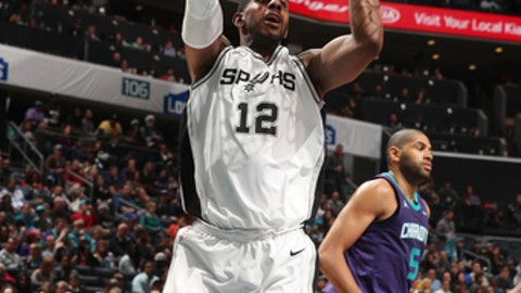 CHARLOTTE, NC - NOVEMBER 25: LaMarcus Aldridge #12 of the San Antonio Spurs shoots the ball during the game against the Charlotte Hornets on November 25, 2017 at Spectrum Center in Charlotte, North Carolina. NOTE TO USER: User expressly acknowledges and agrees that, by downloading and or using this photograph, User is consenting to the terms and conditions of the Getty Images License Agreement.  Mandatory Copyright Notice:  Copyright 2017 NBAE (Photo by Kent Smith/NBAE via Getty Images)