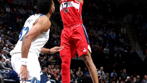 MINNEAPOLIS, MN -  NOVEMBER 28: Kelly Oubre Jr. #12 of the Washington Wizards shoots the ball during the game against the Minnesota Timberwolves on November 27, 2017 at Target Center in Minneapolis, Minnesota. NOTE TO USER: User expressly acknowledges and agrees that, by downloading and or using this Photograph, user is consenting to the terms and conditions of the Getty Images License Agreement. Mandatory Copyright Notice: Copyright 2017 NBAE (Photo by David Sherman/NBAE via Getty Images)