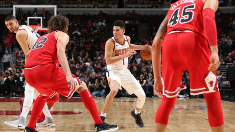 CHICAGO, IL - NOVEMBER 28:  Devin Booker #1 of the Phoenix Suns handles the ball against the Chicago Bulls on November 28, 2017 at the United Center in Chicago, Illinois. NOTE TO USER: User expressly acknowledges and agrees that, by downloading and or using this Photograph, user is consenting to the terms and conditions of the Getty Images License Agreement. Mandatory Copyright Notice: Copyright 2017 NBAE (Photo by Gary Dineen/NBAE via Getty Images)