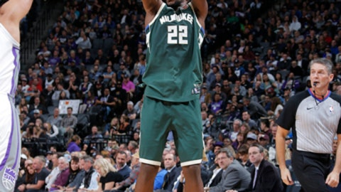 SACRAMENTO, CA - NOVEMBER 28: Khris Middleton #22 of the Milwaukee Bucks shoots the ball against the Sacramento Kings on November 28, 2017 at Golden 1 Center in Sacramento, California. NOTE TO USER: User expressly acknowledges and agrees that, by downloading and or using this Photograph, user is consenting to the terms and conditions of the Getty Images License Agreement. Mandatory Copyright Notice: Copyright 2017 NBAE (Photo by Rocky Widner/NBAE via Getty Images)