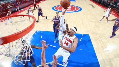 DETROIT, MI - NOVEMBER 29: Tobias Harris #34 of the Detroit Pistons drives to the basket against the Phoenix Suns on November 29, 2017 at Little Caesars Arena in Detroit, Michigan. NOTE TO USER: User expressly acknowledges and agrees that, by downloading and/or using this photograph, User is consenting to the terms and conditions of the Getty Images License Agreement. Mandatory Copyright Notice: Copyright 2017 NBAE (Photo by Brian Sevald/NBAE via Getty Images)