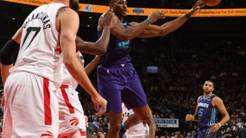 TORONTO, CANADA - NOVEMBER 29: Dwight Howard #12 of the Charlotte Hornets looks to pass against the Toronto Raptors on November 29, 2017 at the Air Canada Centre in Toronto, Ontario, Canada.  NOTE TO USER: User expressly acknowledges and agrees that, by downloading and or using this Photograph, user is consenting to the terms and conditions of the Getty Images License Agreement.  Mandatory Copyright Notice: Copyright 2017 NBAE (Photo by Ron Turenne/NBAE via Getty Images)