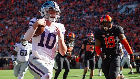 Nov 18, 2017; Stillwater, OK, USA; Kansas State Wildcats quarterback Skylar Thompson (10) runs the ball for a touchdown while defended by Oklahoma State Cowboys linebacker Justin Phillips (19) during the first quarter at Boone Pickens Stadium. Mandatory Credit: Rob Ferguson-USA TODAY Sports