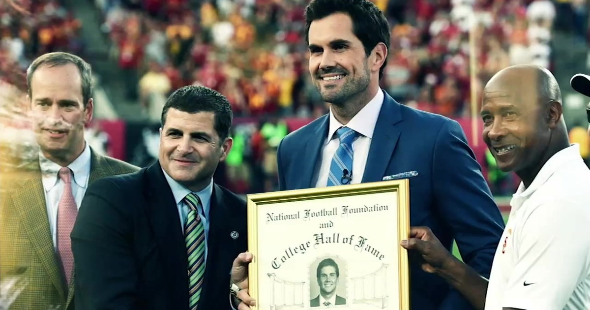 Family, Friends and Former Teammates congratulate Matt Leinart on his induction into the College Football Hall of Fame (VIDEO)