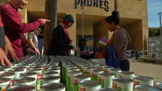 Padres hand out over 500 meals to families for Thanksgiving