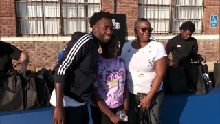 Clippers Weekly: Patrick Beverley hosts turkey giveaway