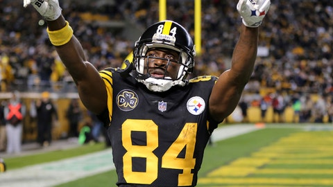 Pittsburgh Steelers wide receiver Antonio Brown celebrates a touchdown catch during the second half of an NFL football game against the Tennessee Titans in Pittsburgh, Thursday, Nov. 16, 2017. The Steelers won 40-17. (AP Photo/Keith Srakocic)
