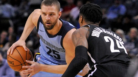 Nov 26, 2017; Memphis, TN, USA; Memphis Grizzlies forward Chandler Parsons (25) handles the ball against Brooklyn Nets forward Rondae Hollis-Jefferson (24) during the first half at FedExForum. Brooklyn Nets defeats the Memphis Grizzlies 99-88. Mandatory Credit: Justin Ford-USA TODAY Sports