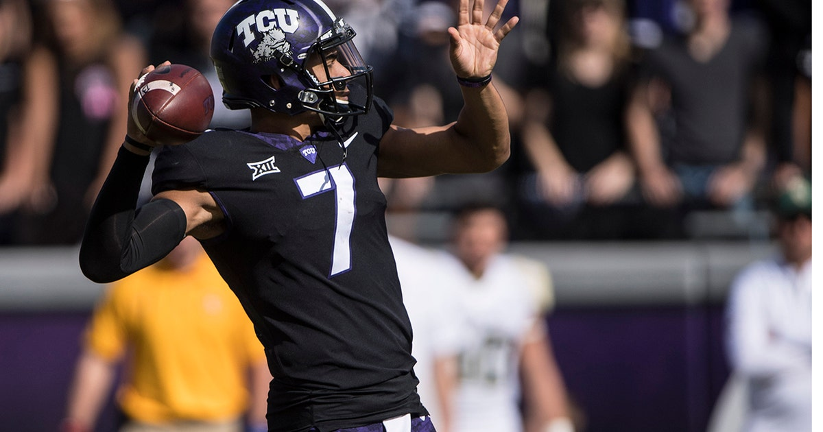 Kenny Hill completes a 30-yard TD pass to Jalen Reagor to give the Horned Frogs a 35-22 lead over the Bears (VIDEO)