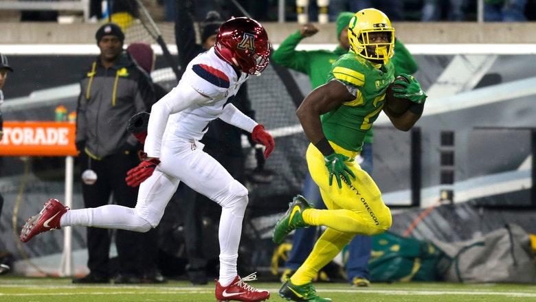 Herbert returns, lead Oregon to rout of Wildcats