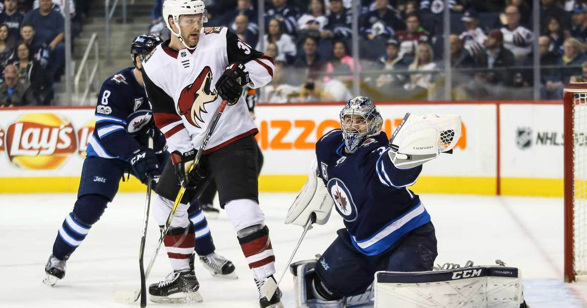 Pi-nhl-coyotes-jets-connor-hellebuyck-christian-fischer-111721.vresize.1200.630.high.0
